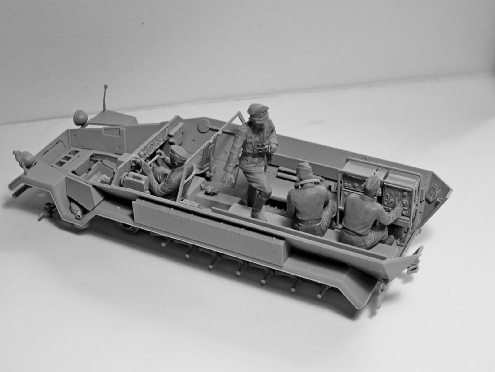 1/35 Германский экипаж командной машины (1939-1942 г.) #35644 / German Command Vehicle Crew (1939-1942) (4 figures) (100% new molds)