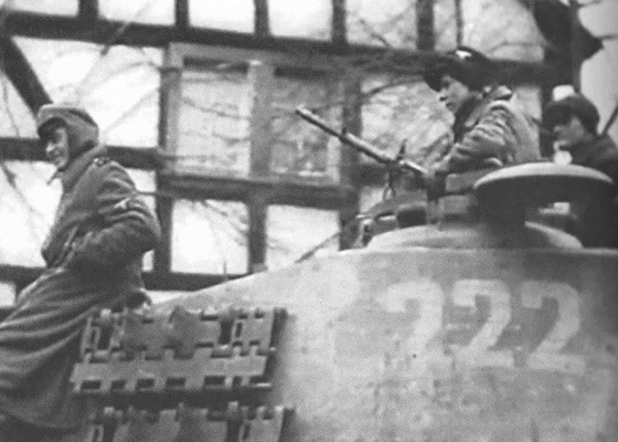1/35 King Tiger crew in Ardennes, December 1944 (3 figures + 1 bust) # 3176