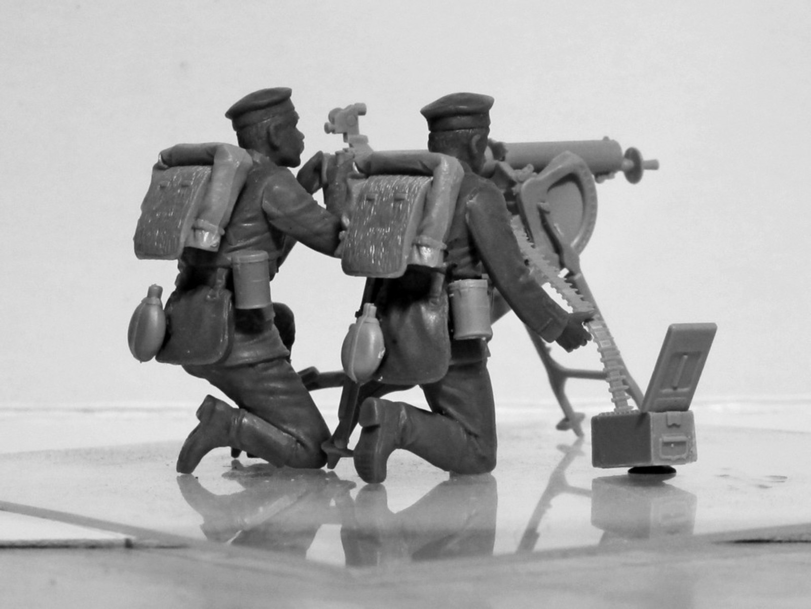 1/35 WWI German MG08 MG Team (2 figures) (100% new molds) 35711